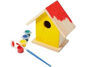 Vogelhäuschen mit Farben und Pinsel